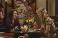 Libby Kennedy, Steph Scully in Neighbours Episode 4130