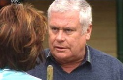Lyn Scully, Lou Carpenter in Neighbours Episode 4131