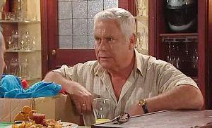 Lou Carpenter in Neighbours Episode 4470