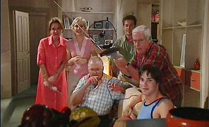 Lyn Scully, Sindi Watts, Tom Scully, Jack Scully, Lou Carpenter, Harold Bishop in Neighbours Episode 4470