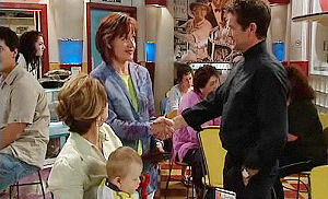 Lyn Scully, Oscar Scully, Susan Kennedy, Tom Scully in Neighbours Episode 4473