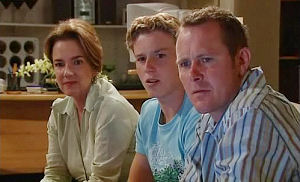 Lyn Scully, Boyd Hoyland, Max Hoyland in Neighbours Episode 4473