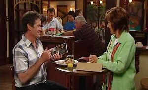 Tom Scully, Susan Kennedy in Neighbours Episode 4479
