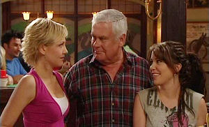 Sindi Watts, Lou Carpenter, Libby Kennedy in Neighbours Episode 4479