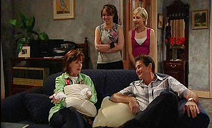 Susan Kennedy, Libby Kennedy, Sindi Watts, Tom Scully in Neighbours Episode 4479