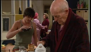Jack Scully, Valda Sheergold, Lyn Scully, Charlie Cassidy in Neighbours Episode 4528