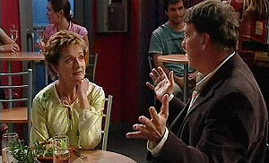 Alex Kinski, Susan Kennedy in Neighbours Episode 4795