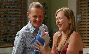 Max Hoyland, Steph Scully in Neighbours Episode 4798