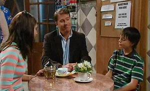 Alex Kinski, Rachel Kinski, Zeke Kinski in Neighbours Episode 4800