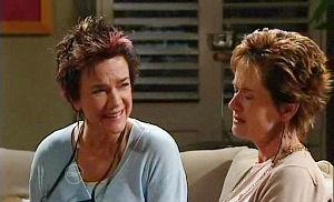 Lyn Scully, Susan Kennedy in Neighbours Episode 4800