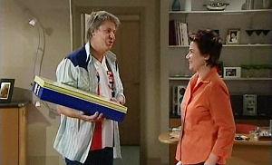 Joe Mangel, Lyn Scully in Neighbours Episode 4800