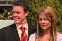 Paul Robinson, Izzy Hoyland in Neighbours Episode 4904