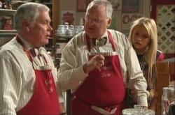 Lou Carpenter, Harold Bishop, Sky Mangel in Neighbours Episode 4905