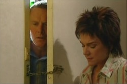 Max Hoyland, Lyn Scully in Neighbours Episode 4906
