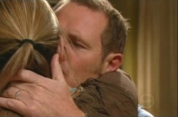 Steph Scully, Max Hoyland in Neighbours Episode 4906