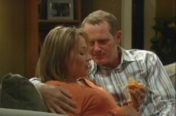 Steph Scully, Max Hoyland in Neighbours Episode 4907