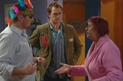Stuart Parker, Toadie Rebecchi, Angie Rebecchi in Neighbours Episode 4908