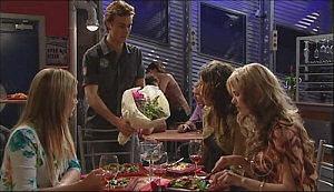Robert Robinson, Katya Kinski, Izzy Hoyland, Elle Robinson in Neighbours Episode 4963