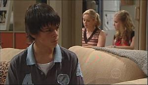 Zeke Kinski, Janelle Timmins, Janae Timmins in Neighbours Episode 4964
