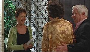 Susan Kennedy, Mishka Schneiderova, Lou Carpenter in Neighbours Episode 4970