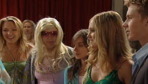 Steph Scully, Bree Timmins, Summer Hoyland, Janae Timmins, Boyd Hoyland in Neighbours Episode 4999