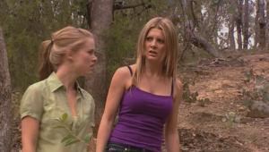 Elle Robinson, Izzy Hoyland in Neighbours Episode 5001