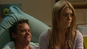 Paul Robinson, Izzy Hoyland in Neighbours Episode 5002