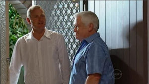 Max Hoyland, Lou Carpenter in Neighbours Episode 5004