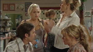 Dylan Timmins, Sky Mangel, Janelle Timmins, Elle Robinson in Neighbours Episode 5008