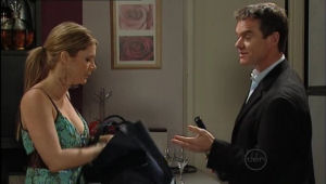 Izzy Hoyland, Paul Robinson in Neighbours Episode 5009