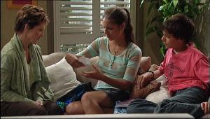 Susan Kennedy, Zeke Kinski, Rachel Kinski in Neighbours Episode 5014