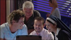 Ned Parker, Lou Carpenter, Toadie Rebecchi, Carmella Cammeniti in Neighbours Episode 5015