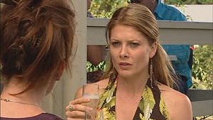 Gail Robinson, Izzy Hoyland in Neighbours Episode 5018