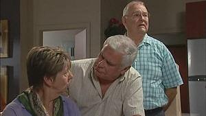 Elle McPherson, Lou Carpenter, Harold Bishop in Neighbours Episode 5018