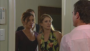 Cameron Robinson, Gail Robinson, Izzy Hoyland, Paul Robinson in Neighbours Episode 5018