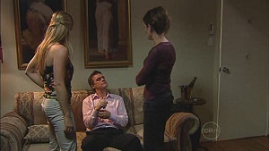 Paul Robinson, Gail Robinson, Elle Robinson in Neighbours Episode 5018