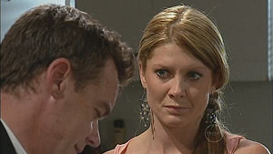 Paul Robinson, Izzy Hoyland in Neighbours Episode 5019