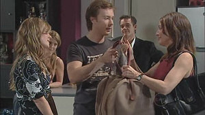 Elle Robinson, Izzy Hoyland, Cameron Robinson, Paul Robinson, Gail Robinson in Neighbours Episode 5019