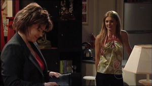 Lyn Scully, Izzy Hoyland in Neighbours Episode 5024