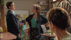 Paul Robinson, Lyn Scully, Susan Kennedy in Neighbours Episode 5024