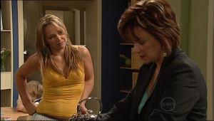 Lyn Scully, Steph Scully in Neighbours Episode 5025