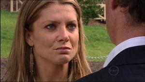 Izzy Hoyland, Paul Robinson in Neighbours Episode 5025