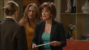 Steph Scully, Lyn Scully in Neighbours Episode 5025