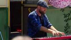Keyboardist in Neighbours Episode 8096