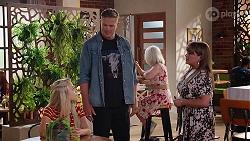 Roxy Willis, Vance Abernethy, Terese Willis in Neighbours Episode 8106