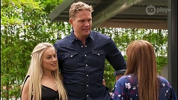 Roxy Willis, Vance Abernethy, Terese Willis in Neighbours Episode 8110