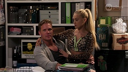Vance Abernethy, Roxy Willis in Neighbours Episode 8111