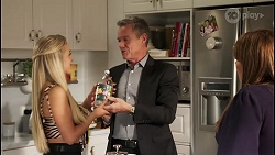 Roxy Willis, Paul Robinson, Terese Willis in Neighbours Episode 8116