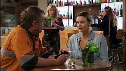 Gary Canning, Amy Williams, Sheila Canning in Neighbours Episode 8139