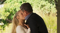Roxy Willis, Paul Robinson in Neighbours Episode 8153